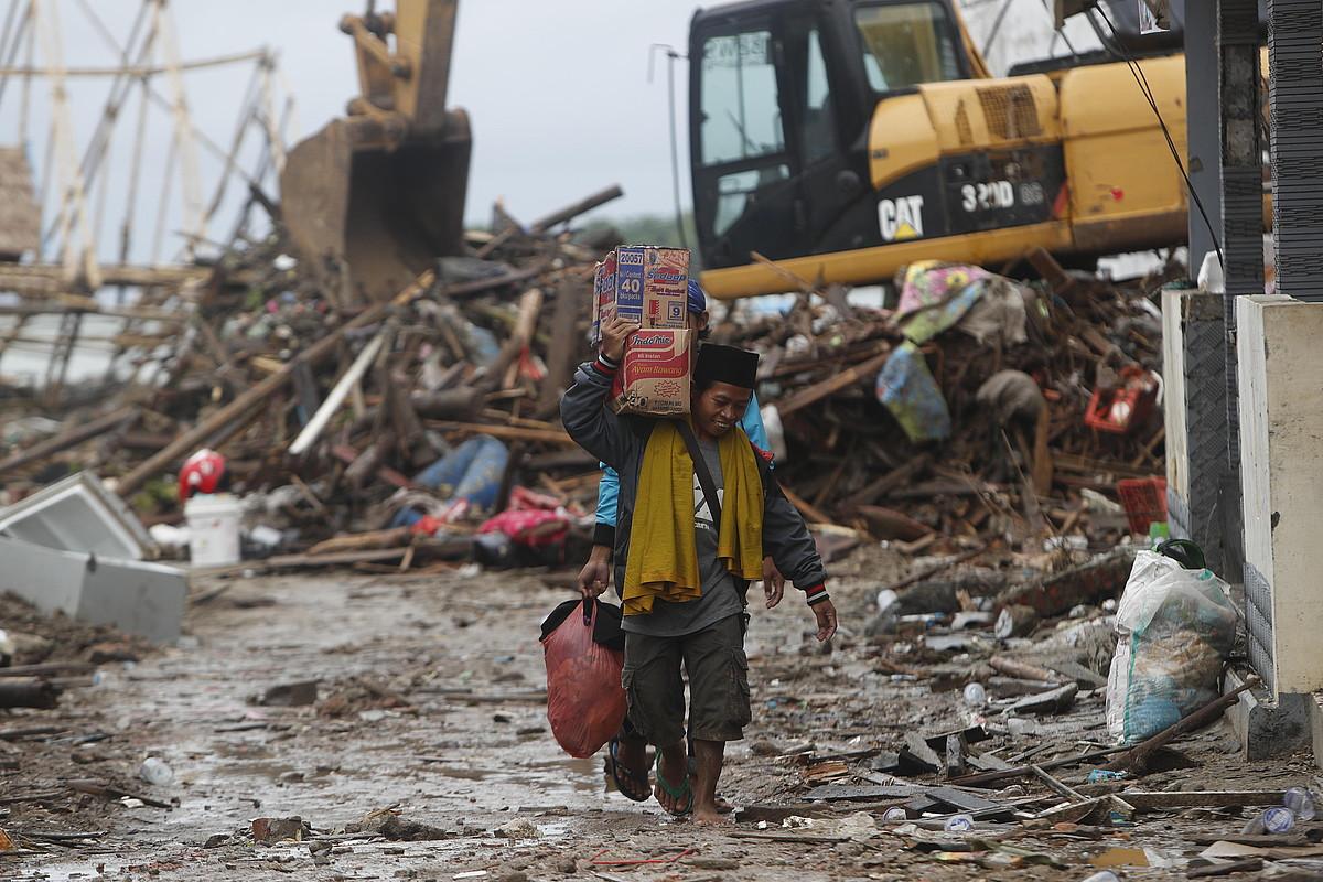 Tsunamiak kalte material handiak eragin ditu. ©ADI WEDA / EFE