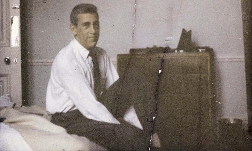 J.D. Salinger, David Shieldsen eta Shane Salernoren <em>Salinger</em> biografia polemikoan jasotako argazki batean. &copy;EFE