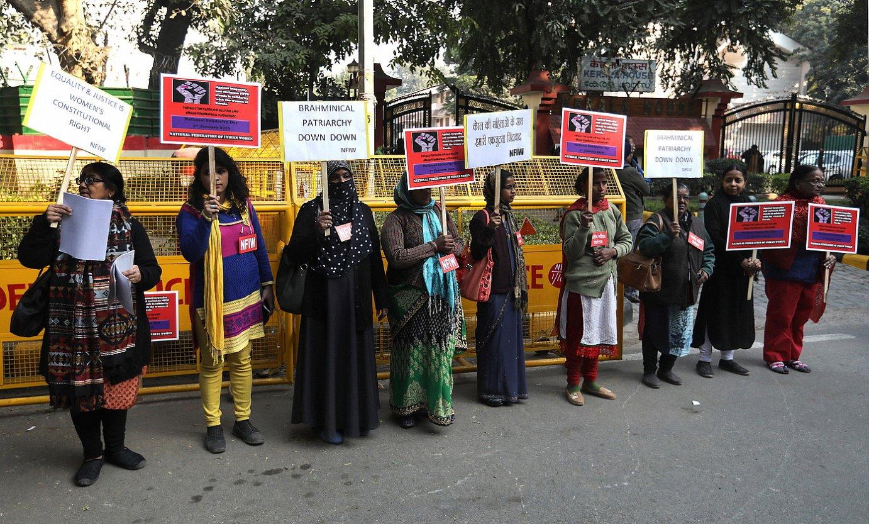Keralako emakumeak babesteko elkarretaratzea egin zuten asterartean New Delhin. ©RAJAT GUPTA / EFE