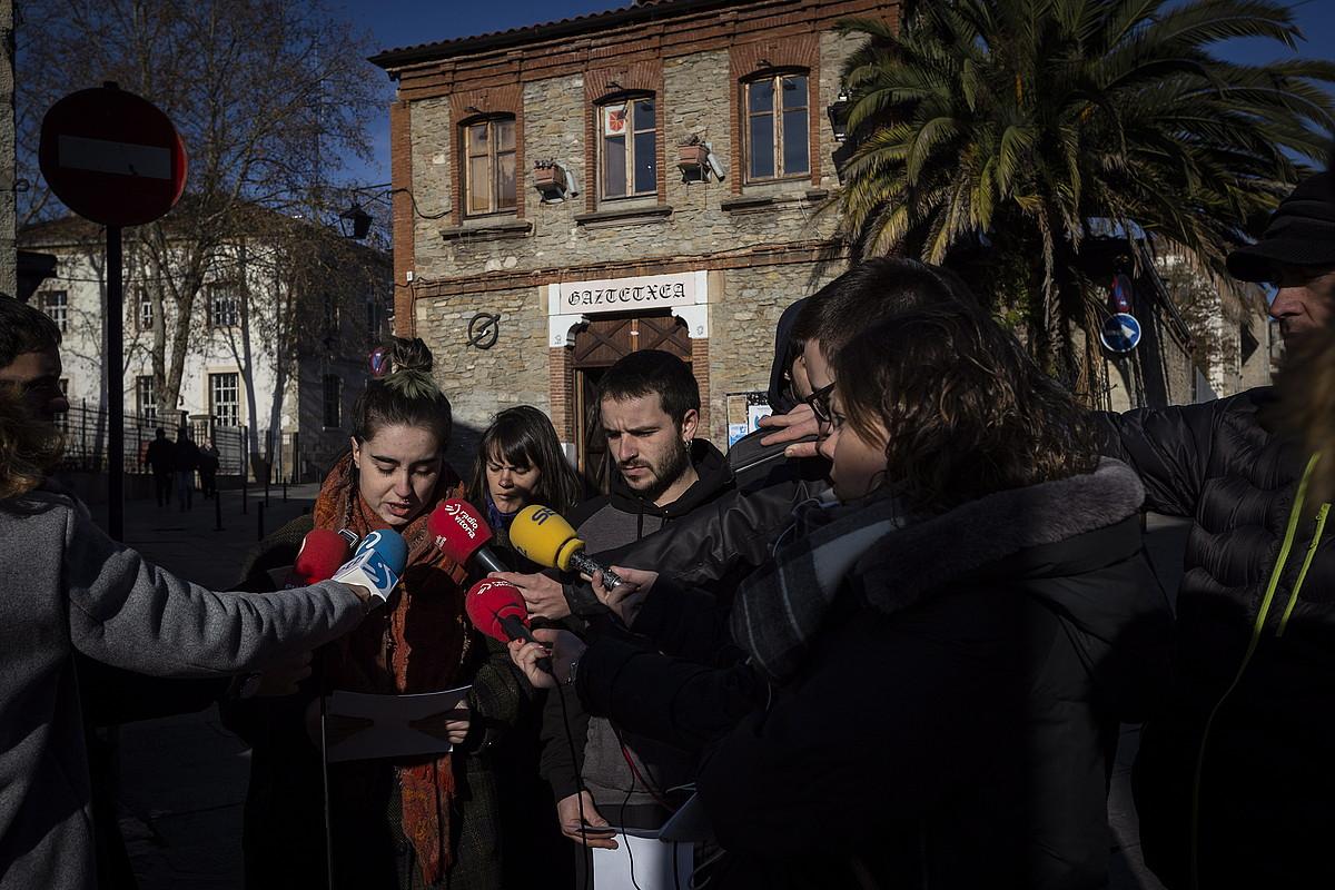 Gazte Asanbladako kideen prentsaurrekoa, atzo. ©ENDIKA PORTILLO / FOKU