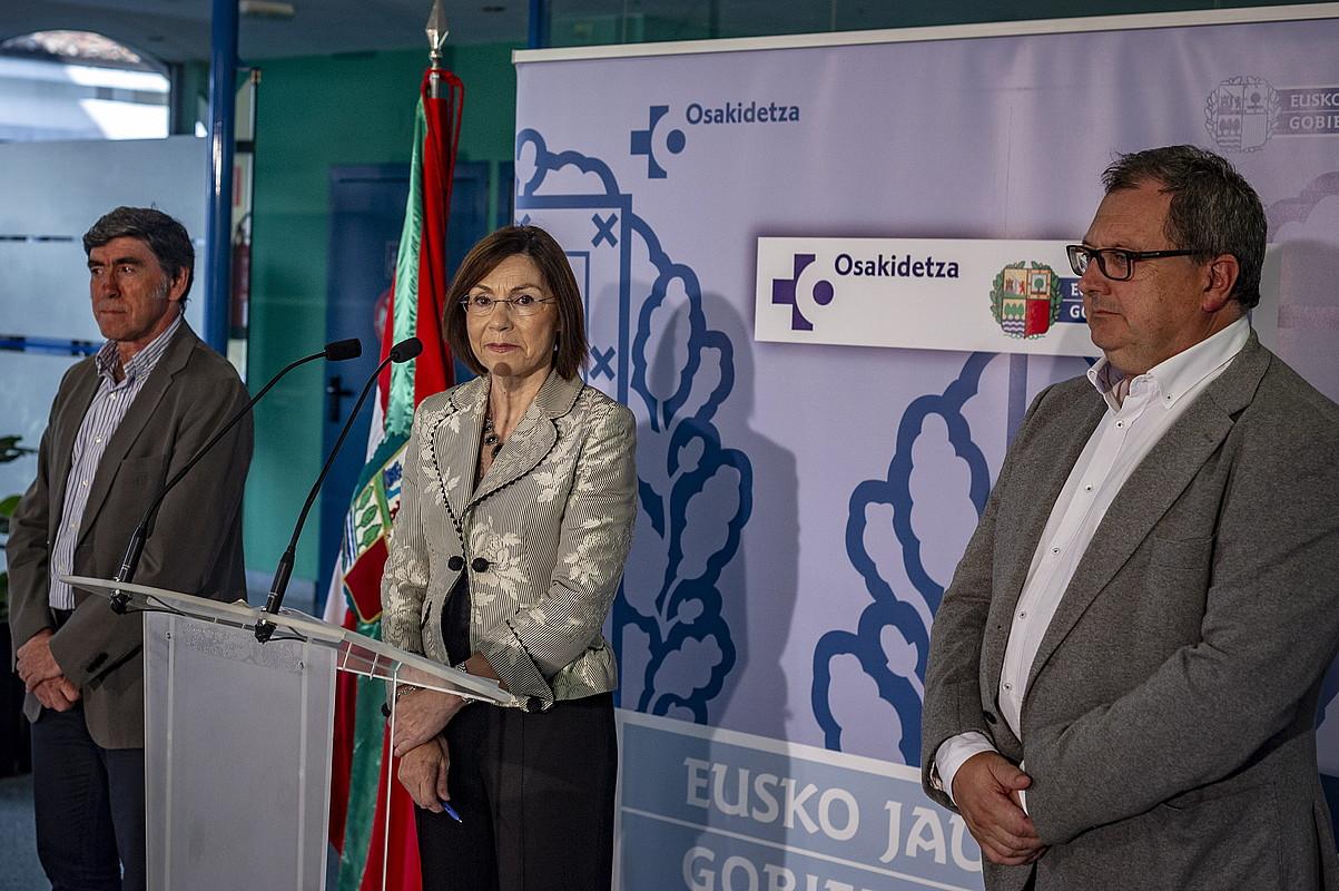 Juan Carlos Soto, Maria Jesus Mujikaren alboan, irailean egindako agerraldi batean. ©JAIZKI FONTANEDA / FOKU
