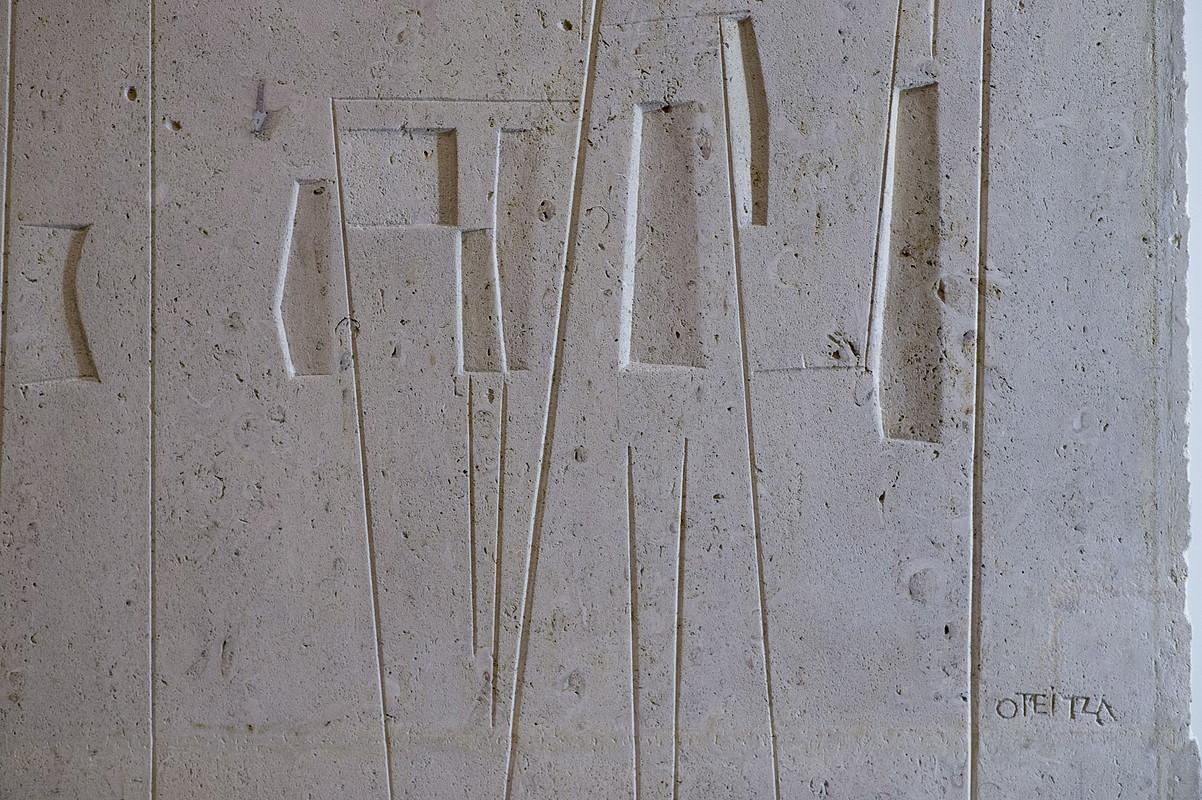 <em>Nola sortu zen abstrakzioa Jorge Oteizaren muraletan</em> erakusketako pieza nagusia da <em>Bachi omenaldia</em> izeneko horma irudia.