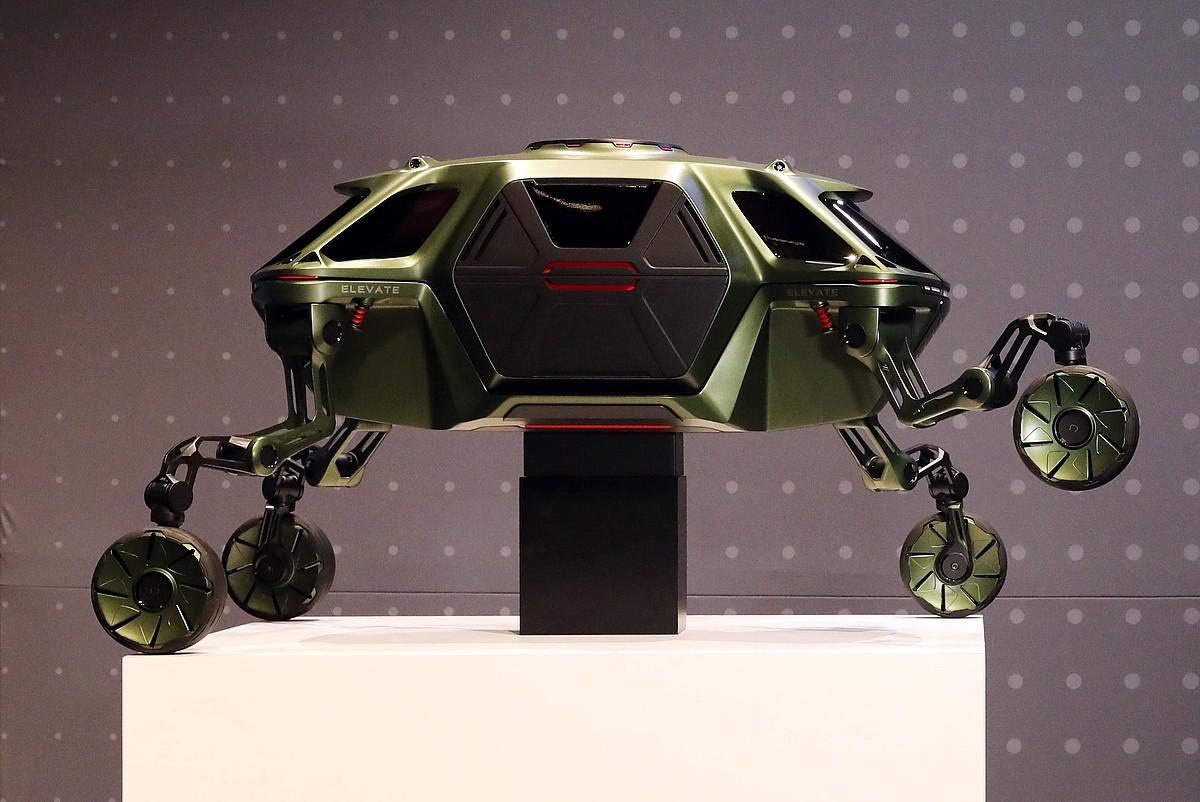 Hyundai enpresaren Elevate Concept ibilgailuaren maketa.