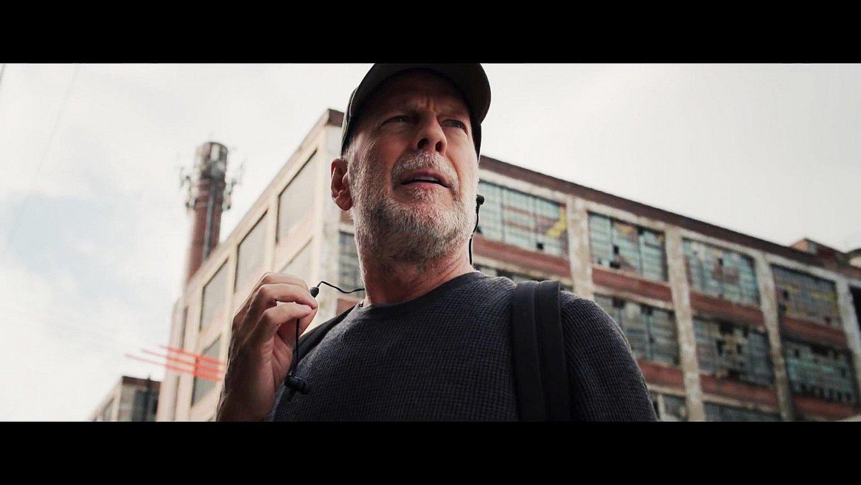 Bruce Willis aktorearen ibilbideari bultzada eman zion M. Night Shyamalan zuzendariak 1999. urtean. Orain, berriz egin du protagonista. ©BERRIA