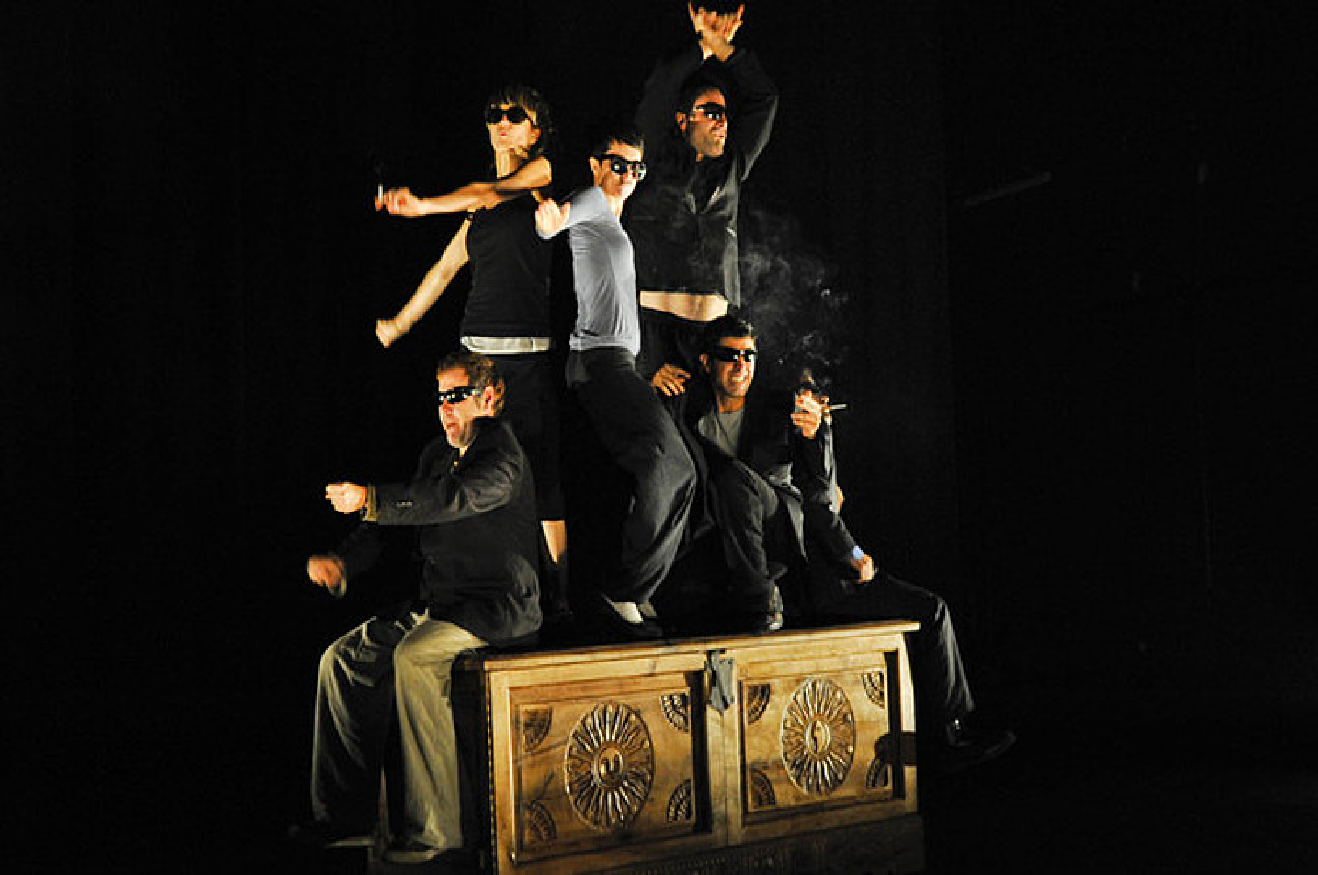 Le Petit Theatre de Pain, Artedrama eta Dejabu konpainiek 2010ean sortutako <em>Errautsak</em> antzezlana. &copy;NICOLAS MOLLO