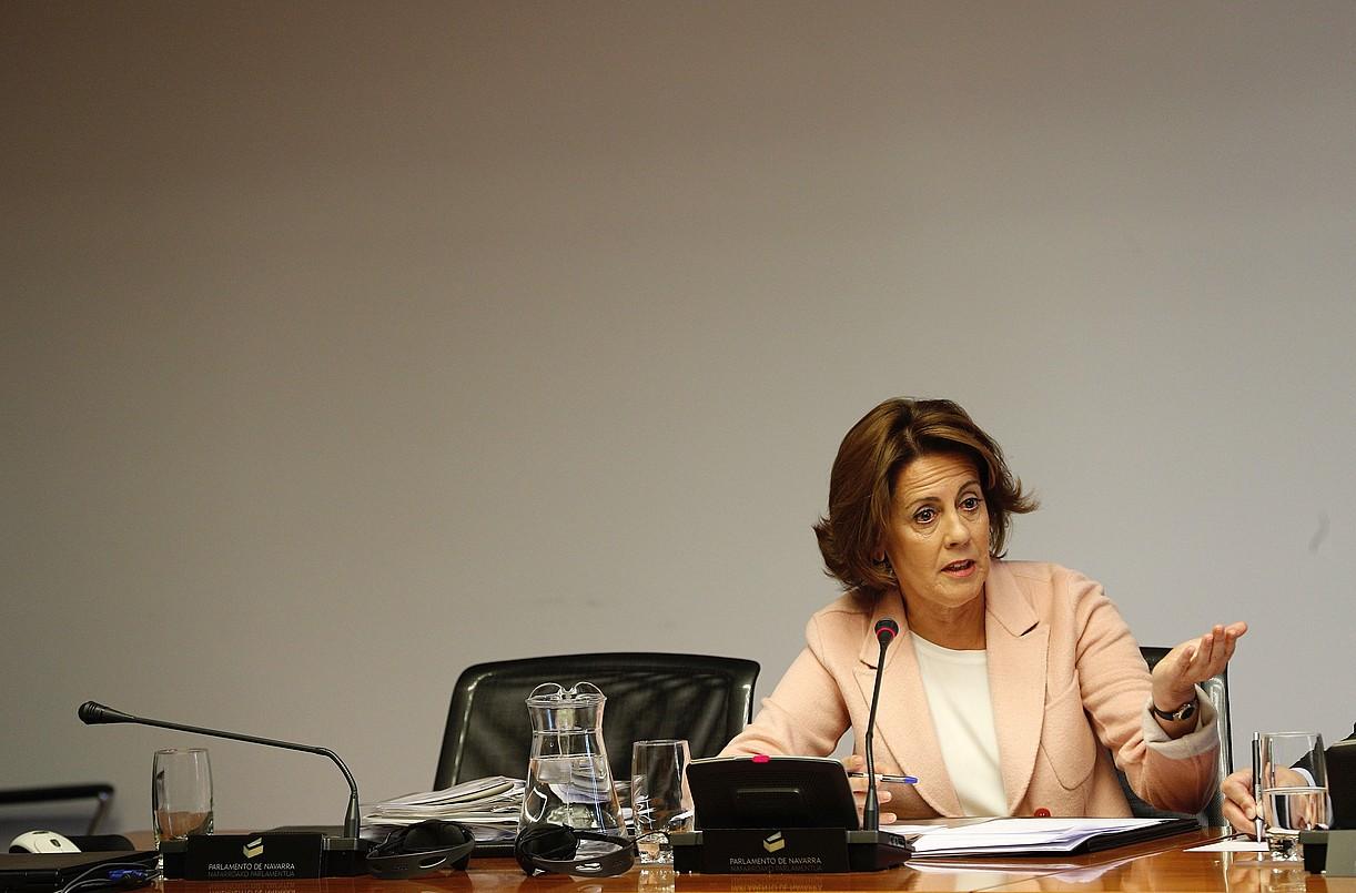 Yolanda Barcina Nafarroako Gobernuko lehendakari ohia, atzo, CANen ikerketa batzordean, azalpenak ematen.