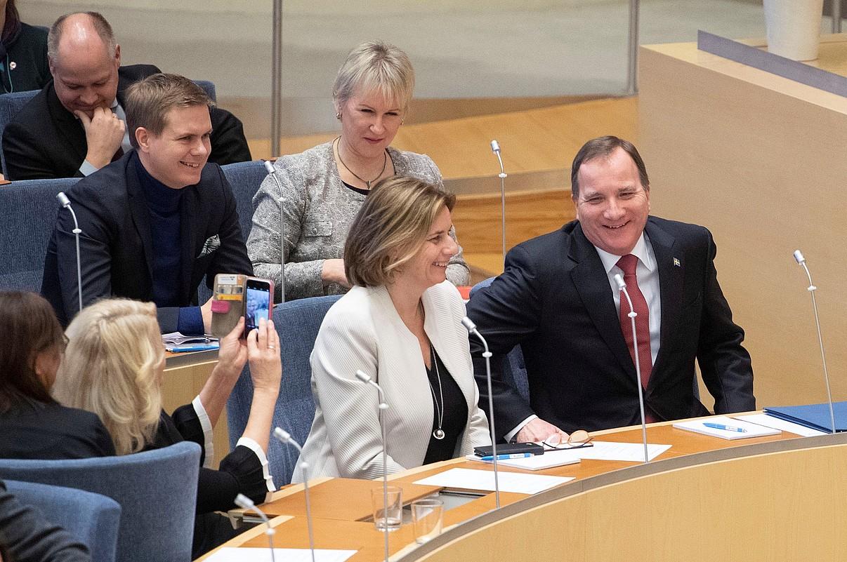 Lofven, eskuinean, atzo lehen ministro izendatu zuten unean. ©JESSICA GOW / EFE