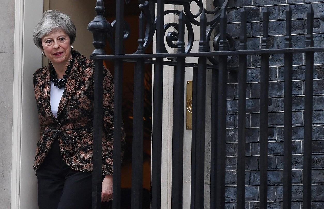 Theresa May Erresuma Batuko lehen ministroa, atzo, egoitza ofizialean, Londresko Downing Streeteko 10. zenbakian.