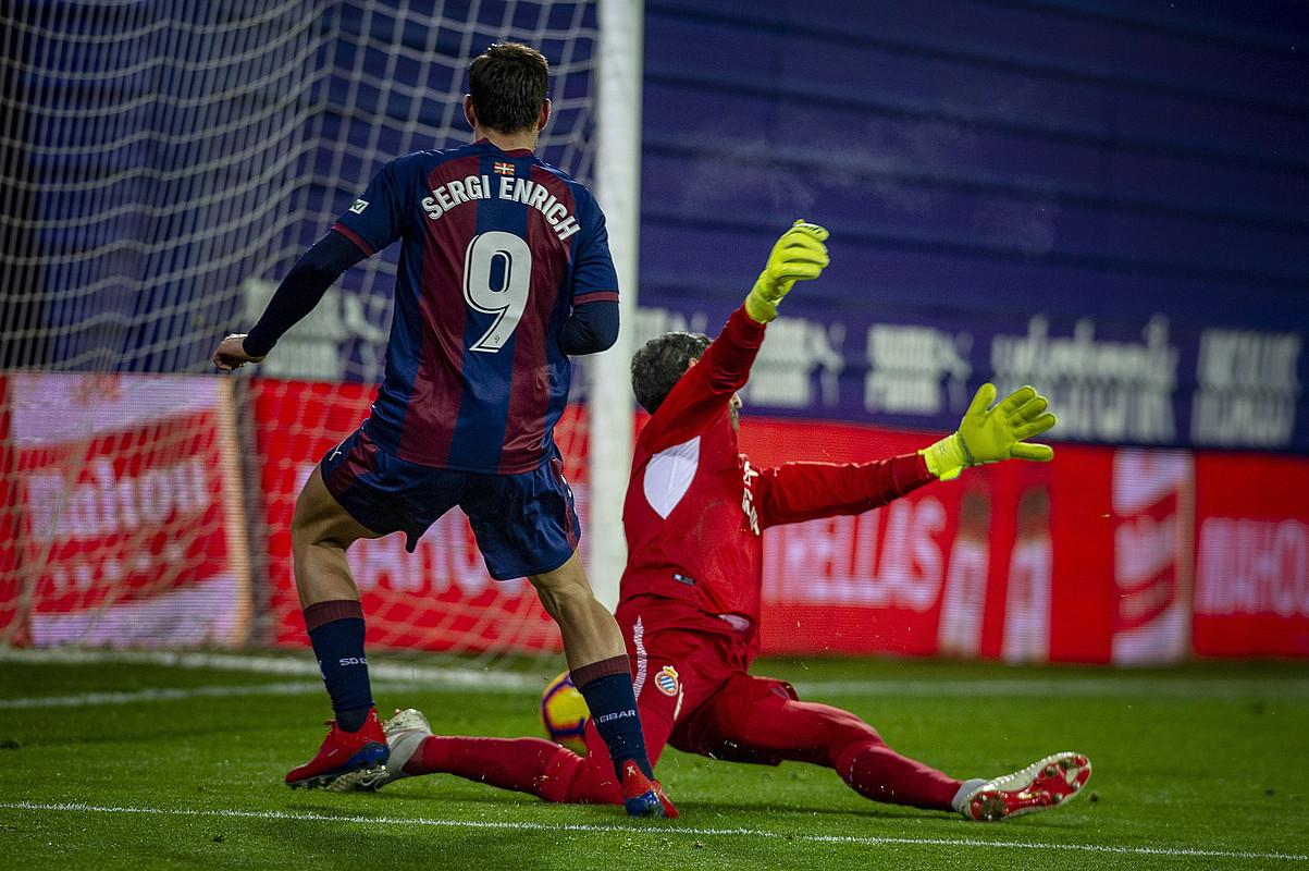 Eibarreko Sergi Enrich atzo Ipuruan izan zen lehen gola sartzen. ©JAIZKI FONTANEDA / FOKU