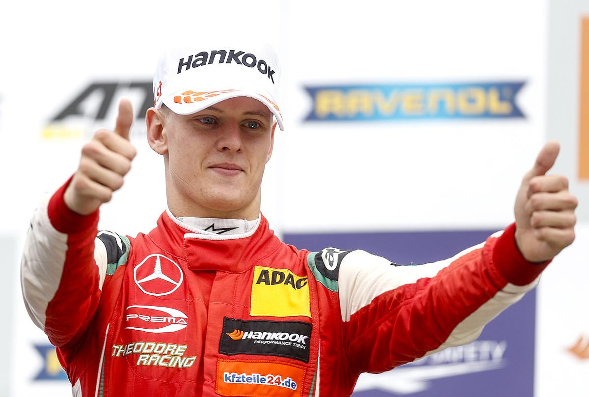 Mick Schumacher, iaz Europako 3 Formula Txapelketan lortutako garaipen bat ospatzen. ©JAMES GASPEROTTI