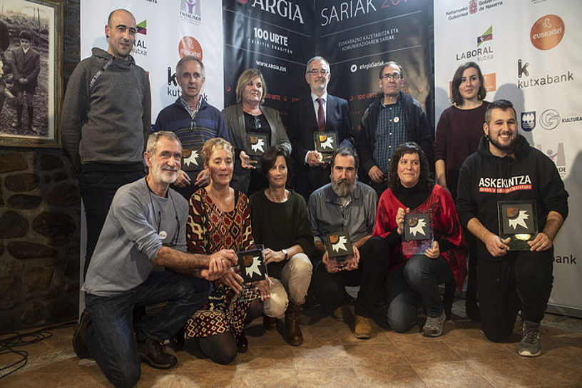 Argia saria jaso zuten guztiak, atzo, taldeko argazkian. ©JON URBE / FOKU