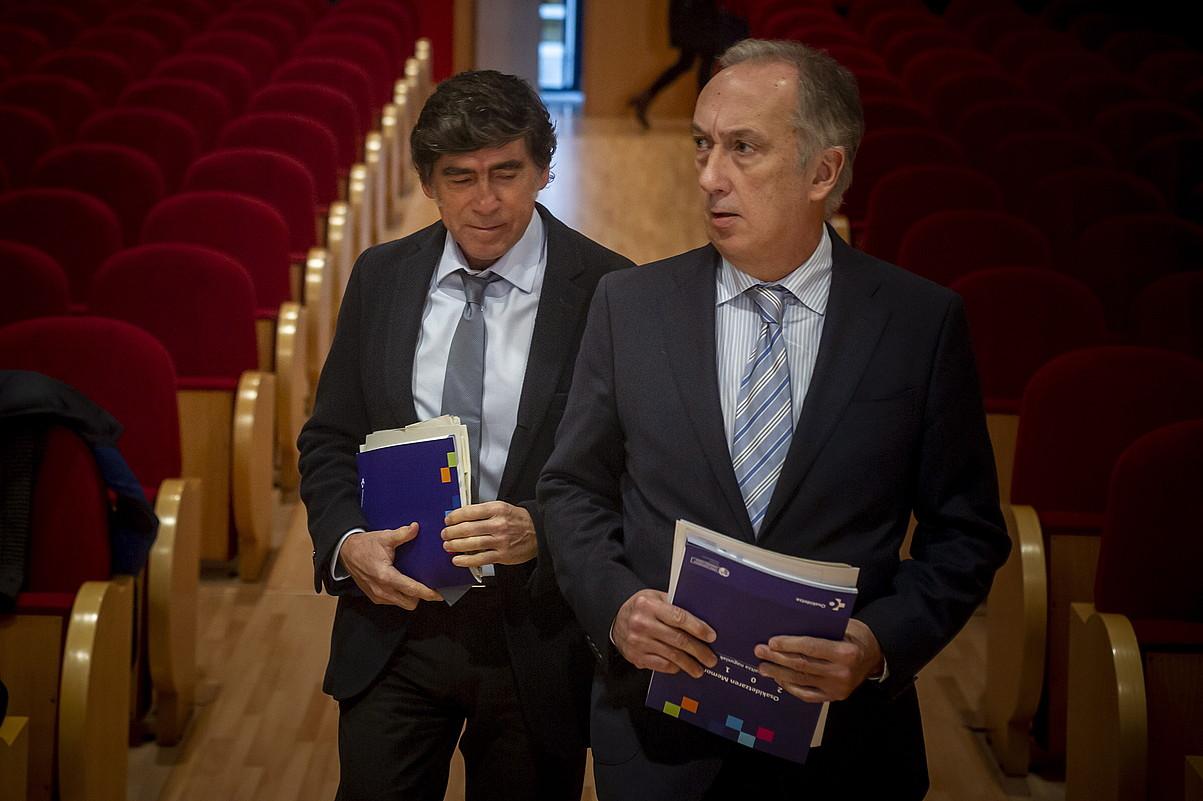 Andoni Arzelai eta Juan Luis Diego, agerraldira heltzen. ©JAIZKI FONTANEDA / FOKU