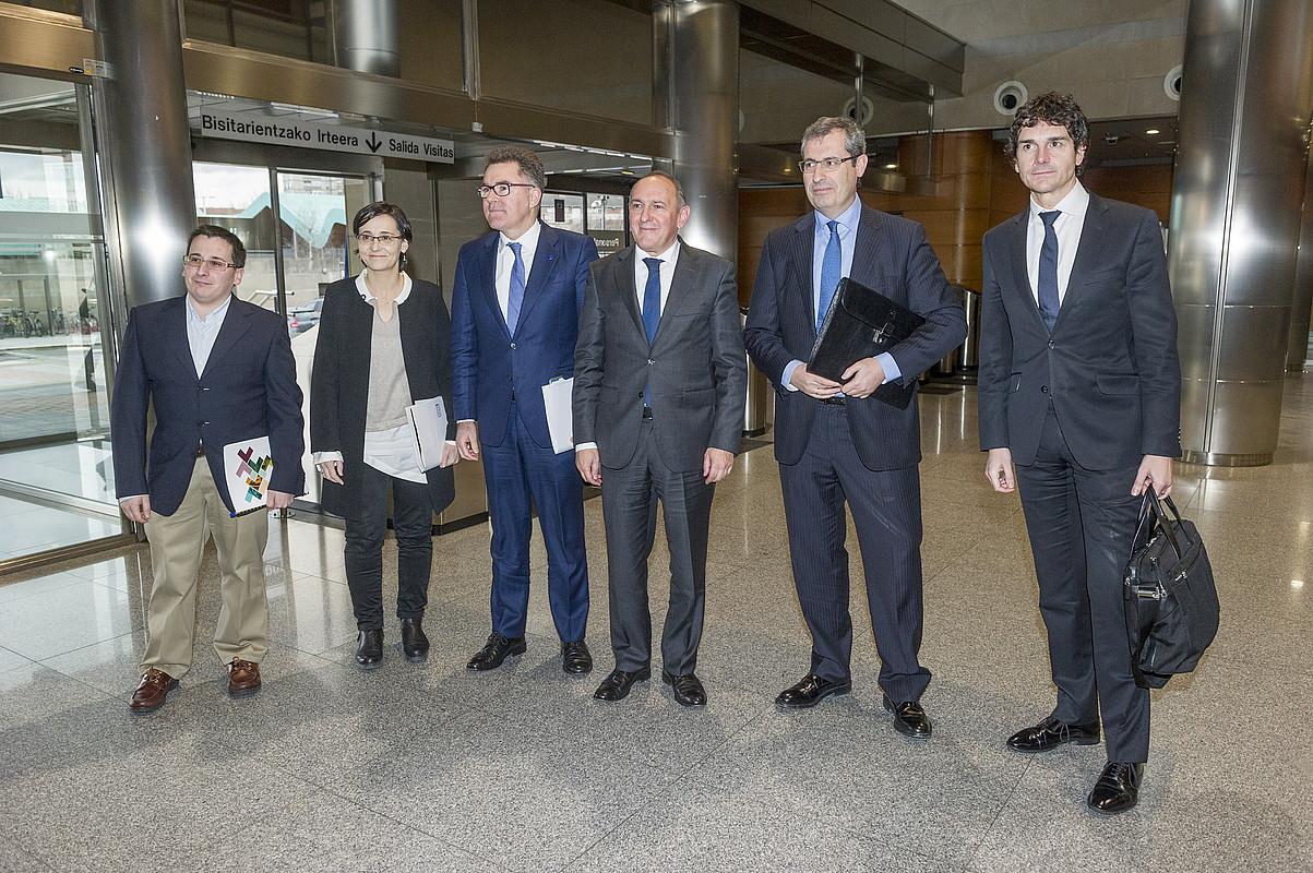 Eudeleko eta aldundietako ordezkariak, Finantzen Euskal Kontseiluaren iazko bileran. ©JUANAN RUIZ / FOKU