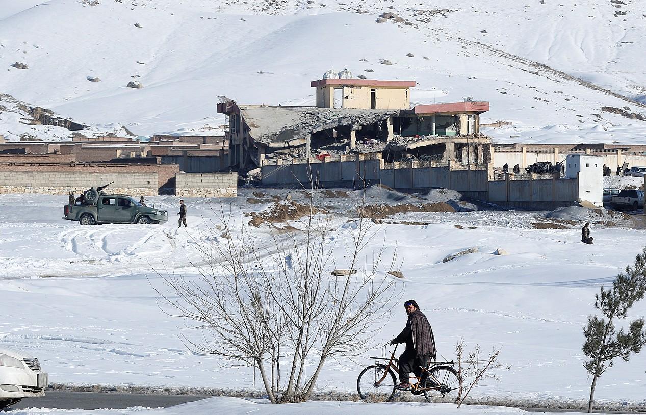 Talibanek dozenaka militar hil zituzten joan den astelehenean. Argazkian, erasoa izan zuen base militarra. ©JAWAD JALALI / EFE