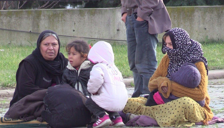 Errefuxiatuak Istanbulgo Esenyurt barrutian, Siriara itzultzeko autobusen zain. ©AITOR TXABARRI