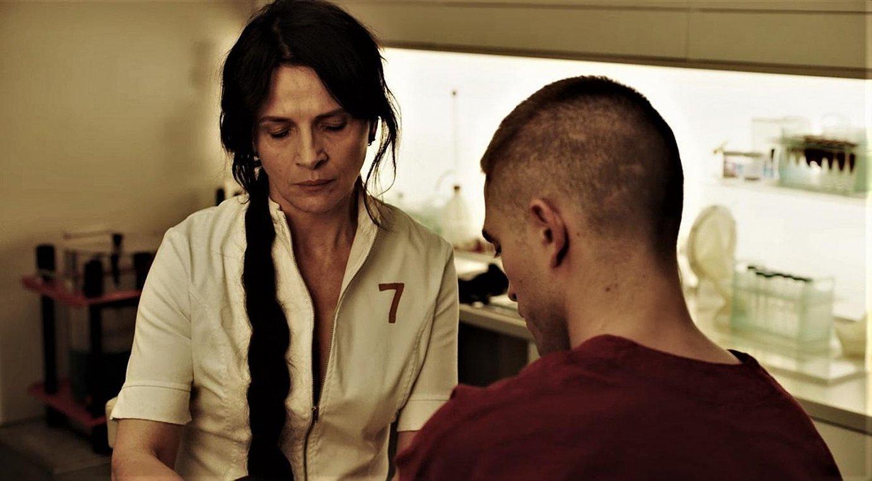 Juliette Binoche eta Robert Pattinson aktoreak filmeko eszena batean. ©BERRIA
