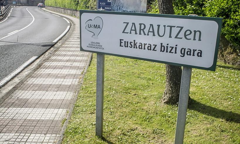 Uemako kartel bat, Zarautzen.