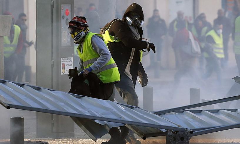 Jaka Horien mugimendu kide bat, urtarrilaren 12an Nimesen eginiko protestan. ©G. HORCAJUELO / EFE