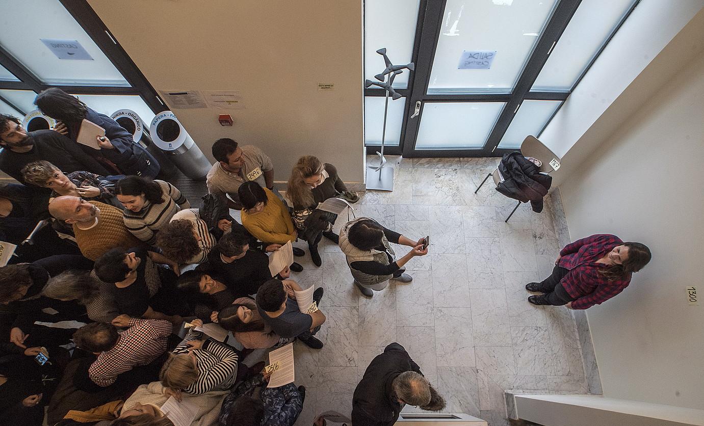 Donostiako Viktoria Eugenia antzokiko areto txiki batean egiten ari dira telesailerako hautaprobak. ©GORKA RUBIO / FOKU