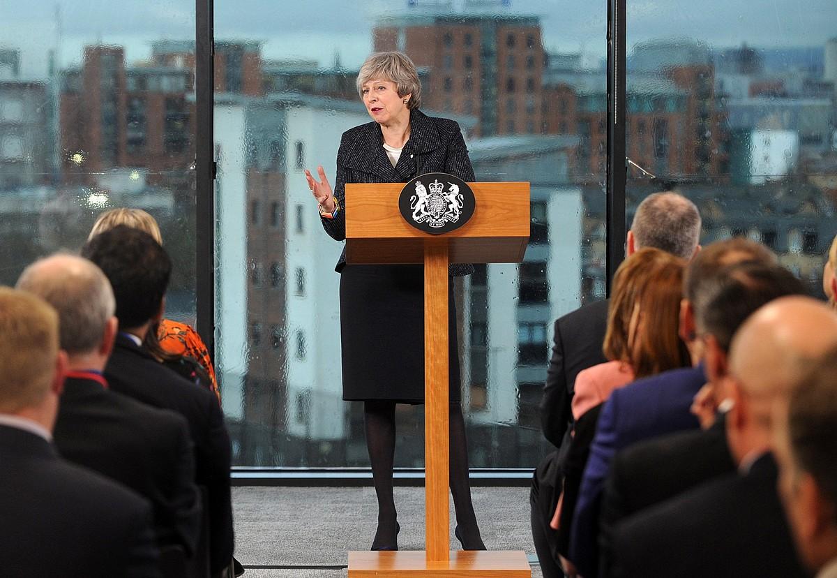 Theresa May Erresuma Batuko lehen ministroa, herenegun, Belfasten eman zuen hitzaldian.