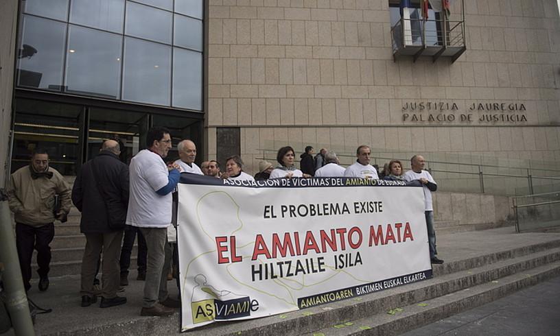 Asviamieko kideak, atzo, Donostiako Justizia Jauregian. ©JUAN CARLOS RUIZ / FOKU