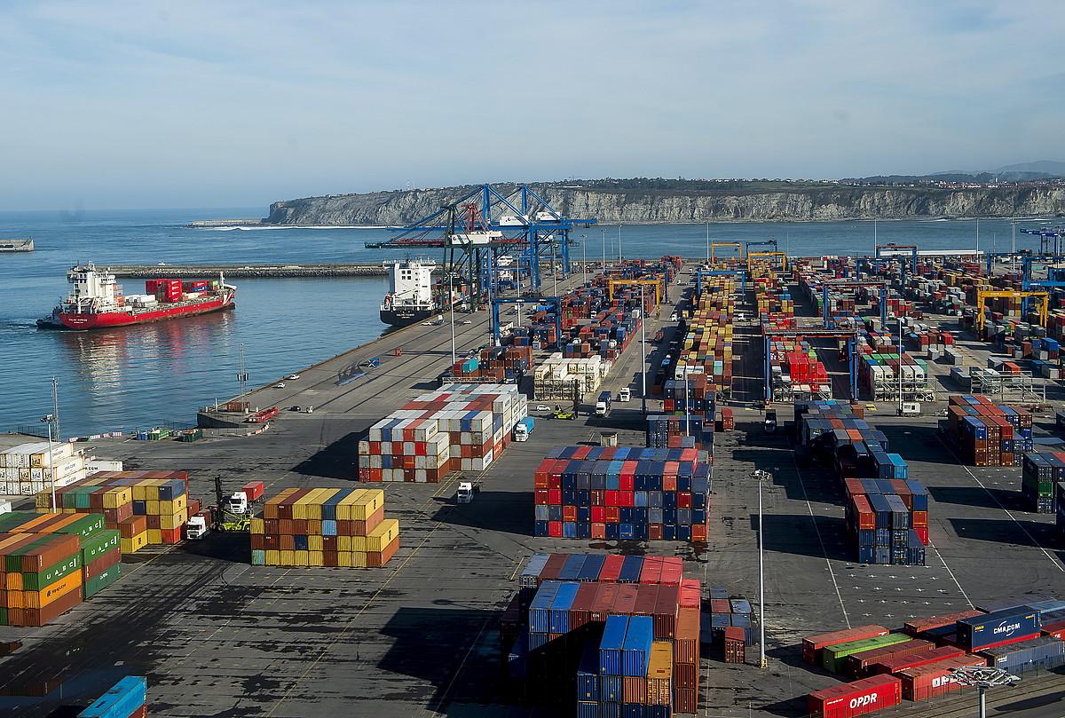 Bilboko Portuan inoizko kontainer gehien garraiatu ziren iaz. ©L. JAUREGIALTZO / FOKU