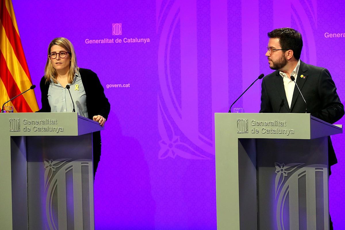 Artadi Generalitatearen eleduna eta Aragones presidenteordea, atzo, Bartzelonan, azalpenak ematen. ©TONI ALBIR / EFE