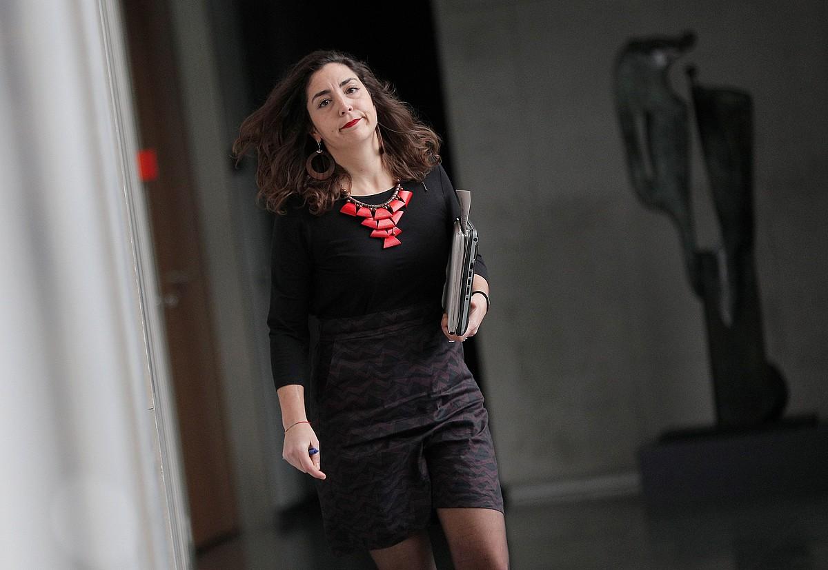 Orain Baiko Laura Perez, atzo, Nafarroako Parlamentuko korridoreetan.