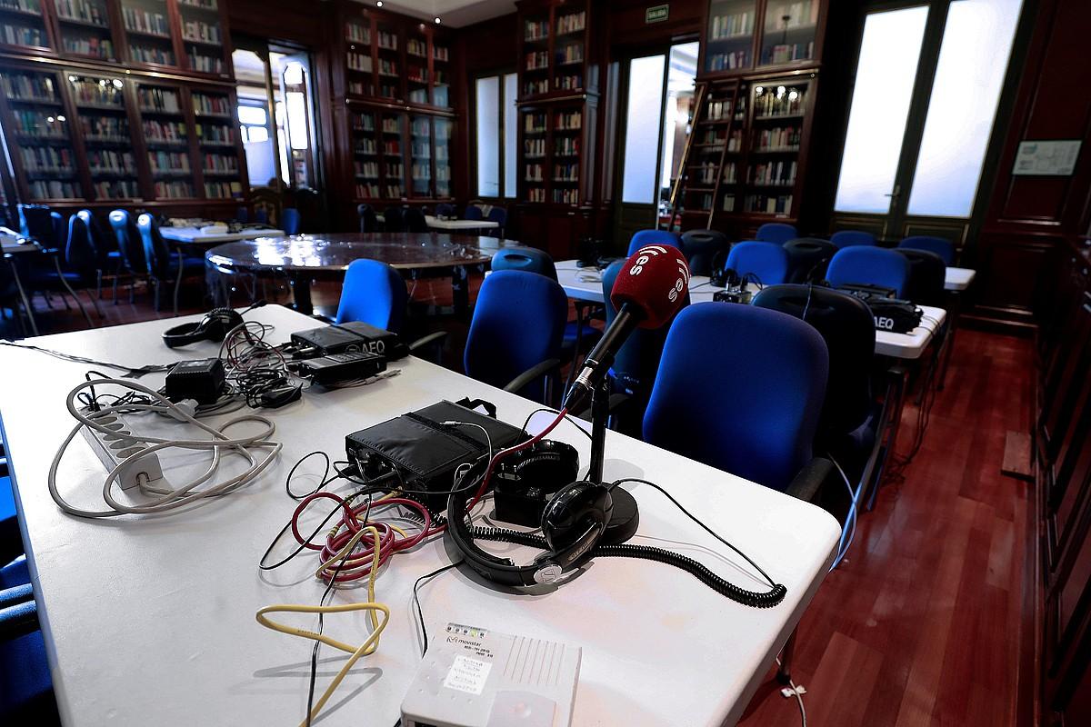 Espainiako Auzitegi Goreneko aretoak egokitu egin dituzte, komunikabideen lanerako. ©ANGEL DIAZ / EFE