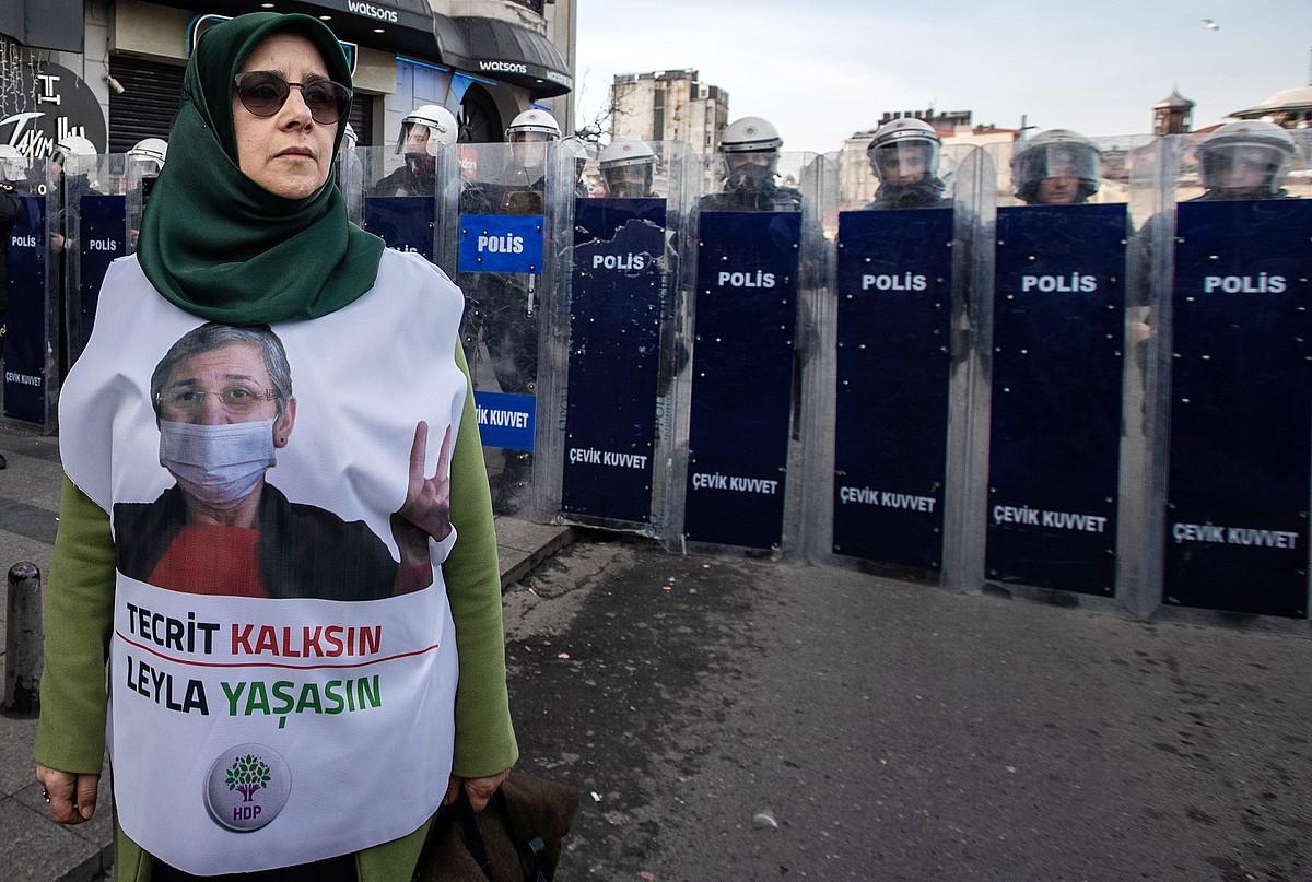Leyla Guvenen alde Istanbulen egindako manifestazio bat, joan den astelehenean. ©SEDAT SUNA / EFE