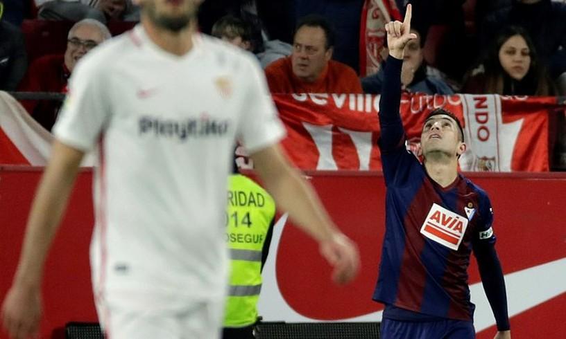 Charles Dias, Sevillari sartutako gola ospatzen. ©JULIO MUÑOZ / EFE