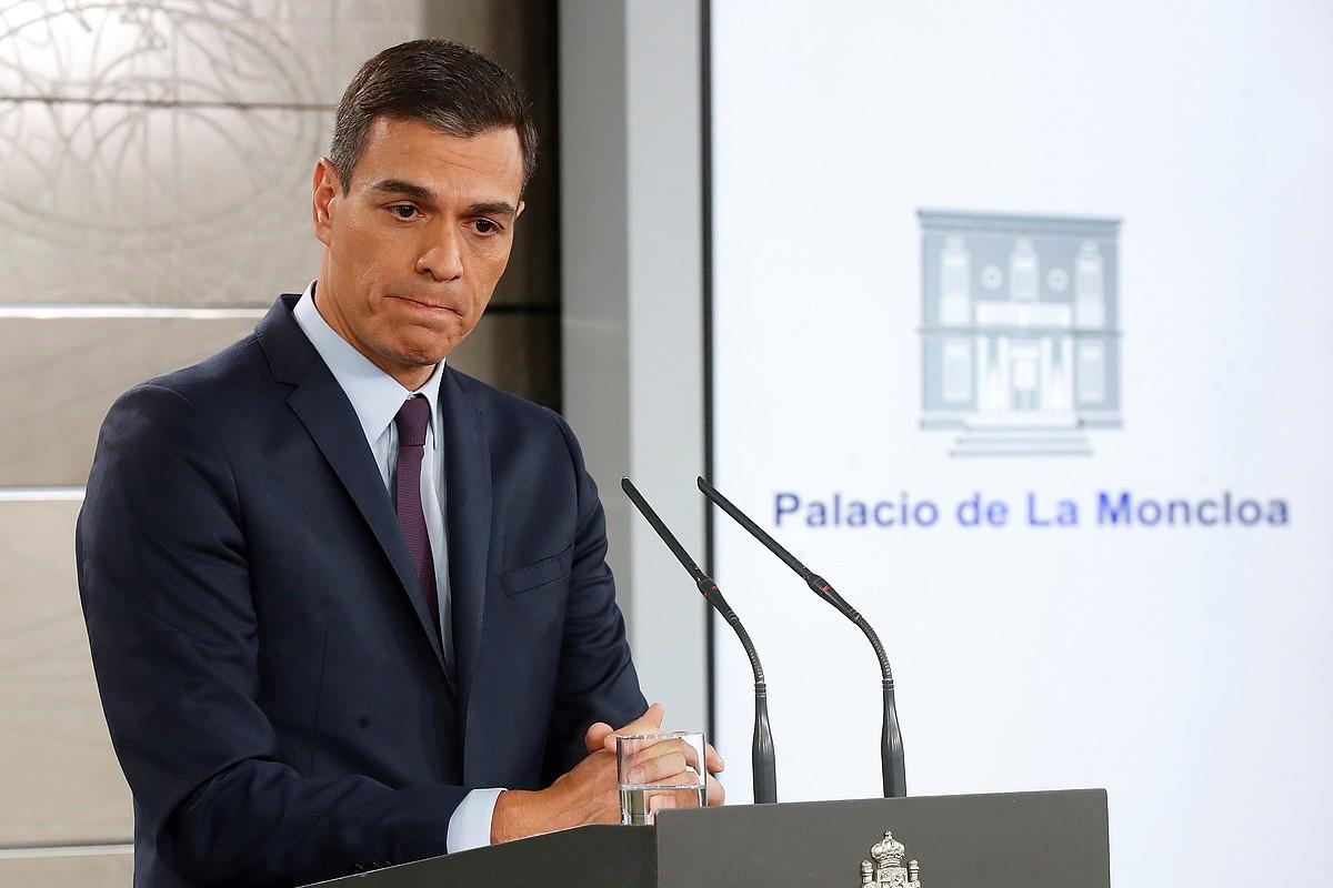 Pedro Sanchez Espainiako presidentea, atzo, Moncloan, hauteskundeen dataren berri ematen. ©CHEMA MOYA / EFE