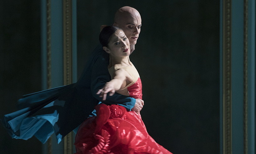 Bi dantzari, joan den asteazkeneko entsegu orokorrean. ©JUAN CARLOS RUIZ / FOKU