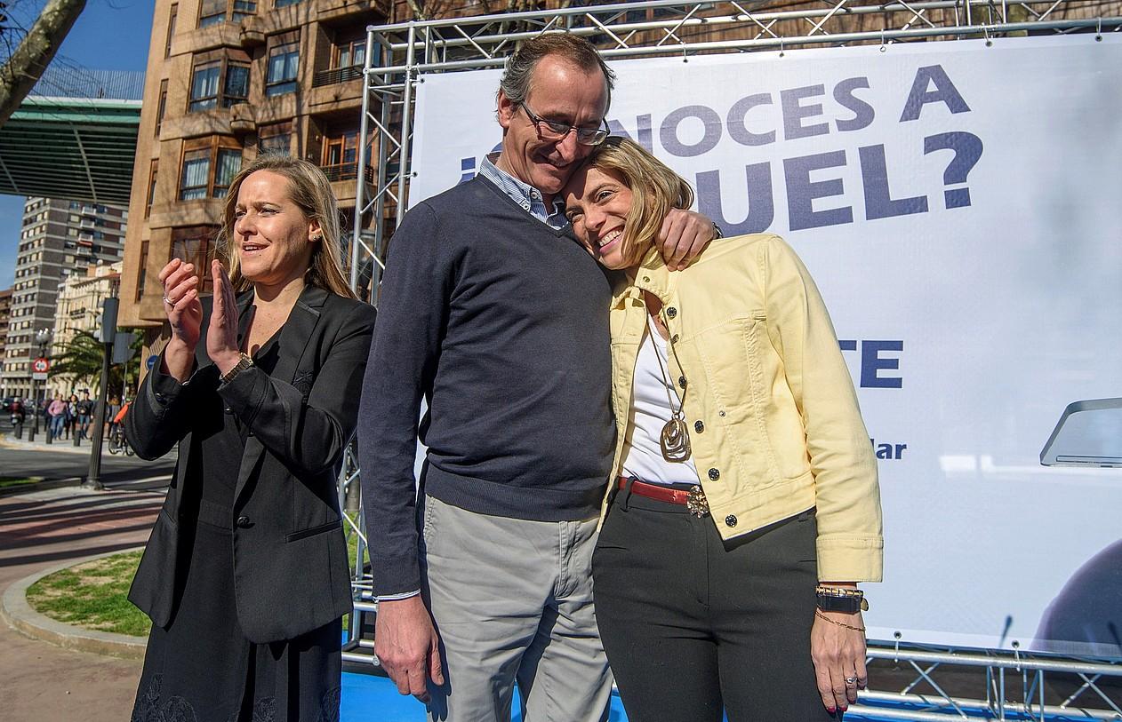 PPko Amaya Fernandez, Alfonso Alonso eta Raquel Gonzalez, atzo, Bilbon. ©JAVIER ZORRILLA / EFE