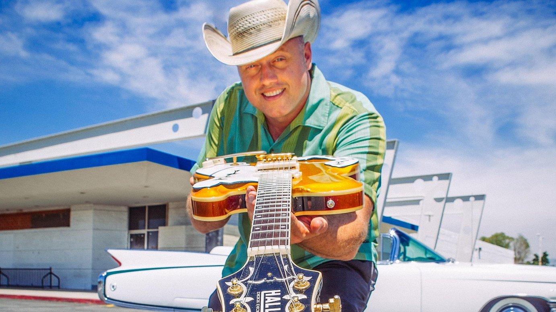 AEBetako <em>roots</em> musikaren gitarrista kontsakratua da Deke Dickerson. &copy;BERRIA