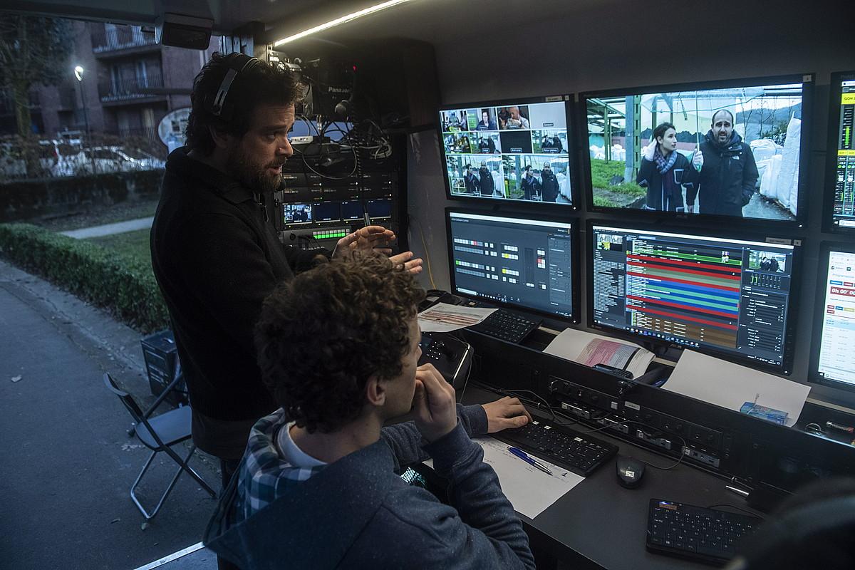 Kanaldude telebistako <i>Zuzenean zure esku</i> saioa Andoainen egin zuten ostegunean. ©JON URBE / FOKU