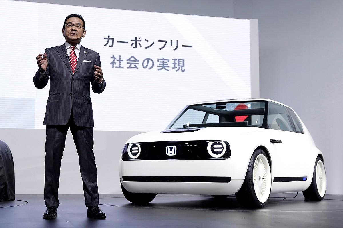 Takahiro Hachigo Hondako presidentea, artxiboko irudi batean.