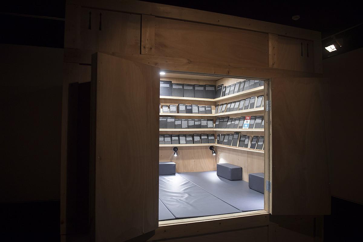<em>Biharko liburutegi guztiak</em> erakusketaren zati bat. ©JUAN CARLOS RUIZ / FOKU
