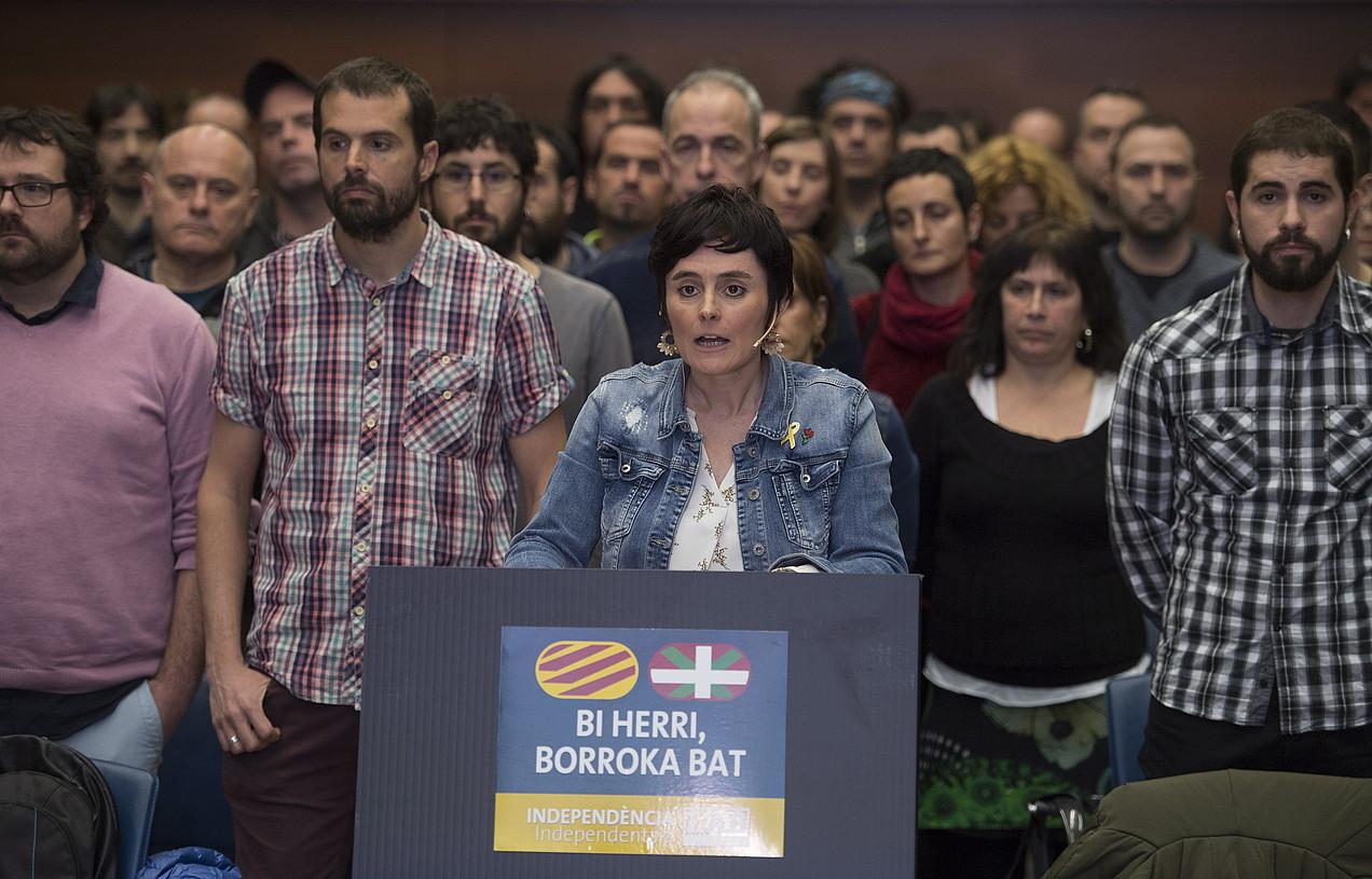 Garbiñe Aranburu LABeko idazkari nagusia, atzo, adierazpena irakurtzen. ©JUAN CARLOS RUIZ / FOKU