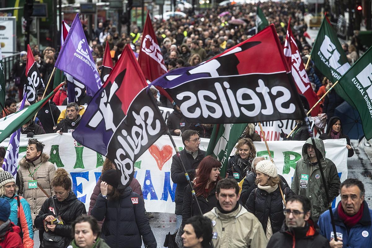 Manifestazioa Donostian, kristau eskolen azken greba egunean. ©JON URBE / FOKU