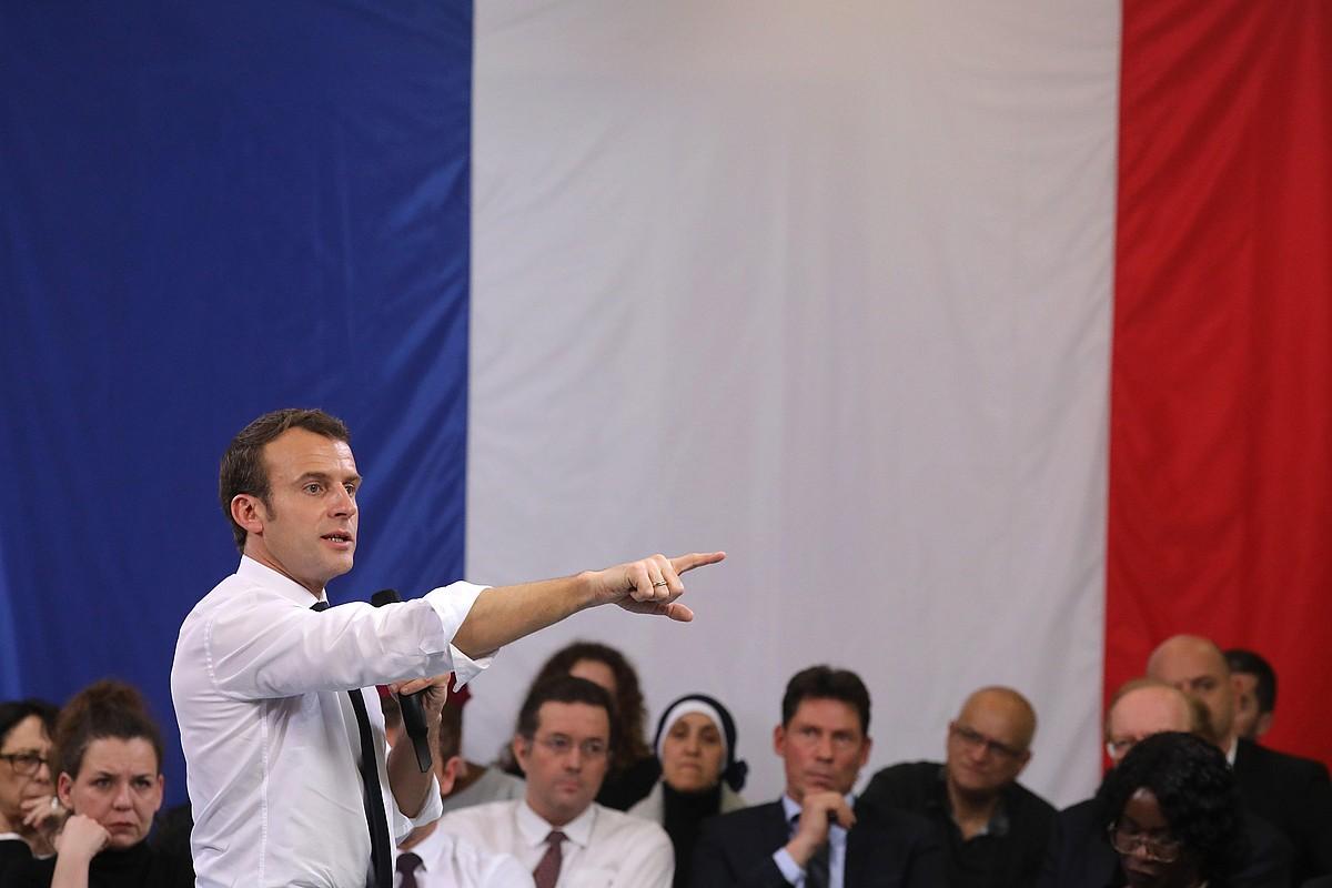 Emmanuel Macron Evry-Courcouronneseko eztabaida batean, Paris inguruan, otsail hasieran.