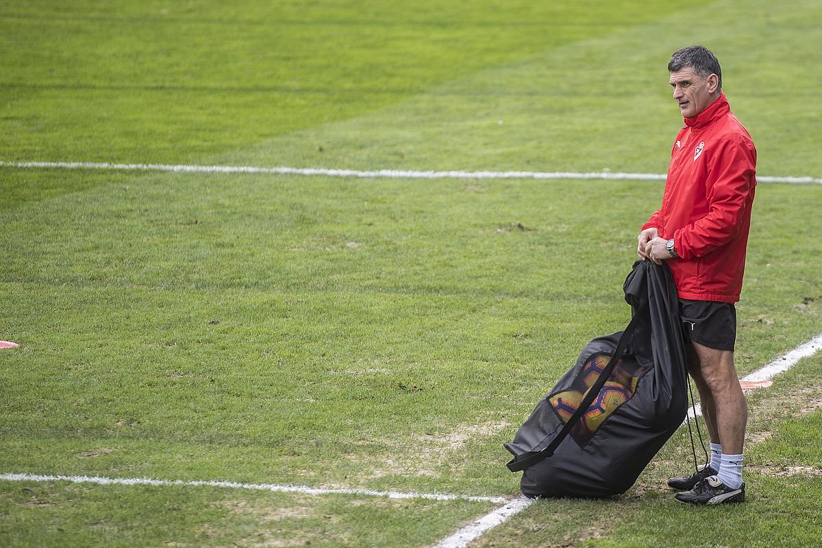Jose Luis Mendilibar, pentsakor, Eibarren entrenamendu batean. ©G.RUBIO / FOKU