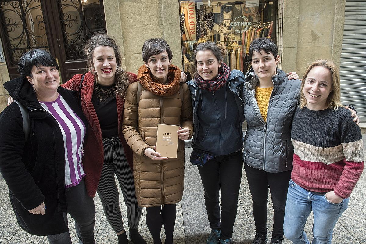 Onintza Enbeita, Ane Labaka, Uxue Alberdi, Maider Arregi, Eli Pagola eta Ainhoa Agirreazaldegi, atzo, Donostian. ©GORKA RUBIO / FOKU