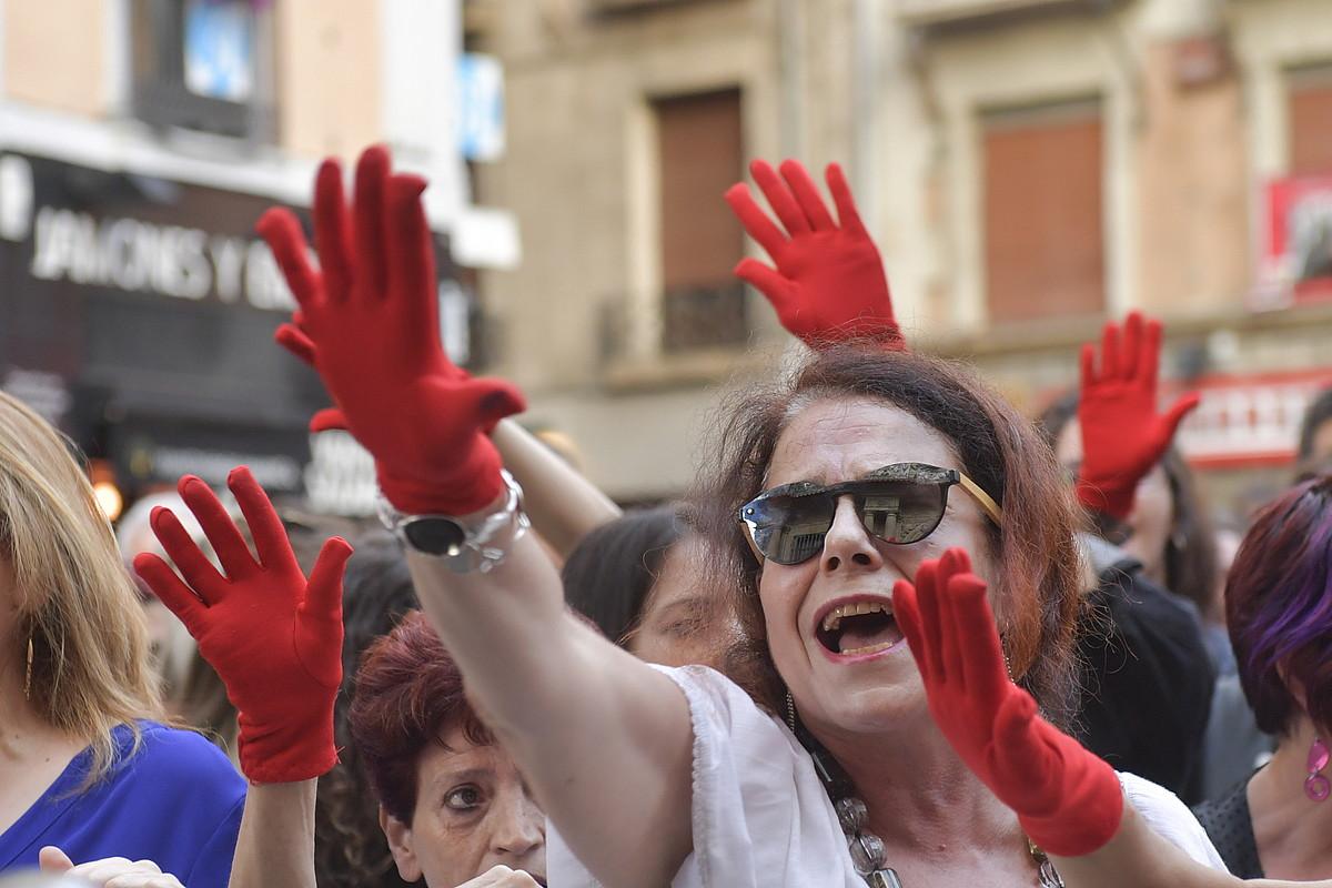 Nafarroako auzitegiak iaz kaleratu zuen epaiaren aurka Iruñean eginiko mobilizazio bat.