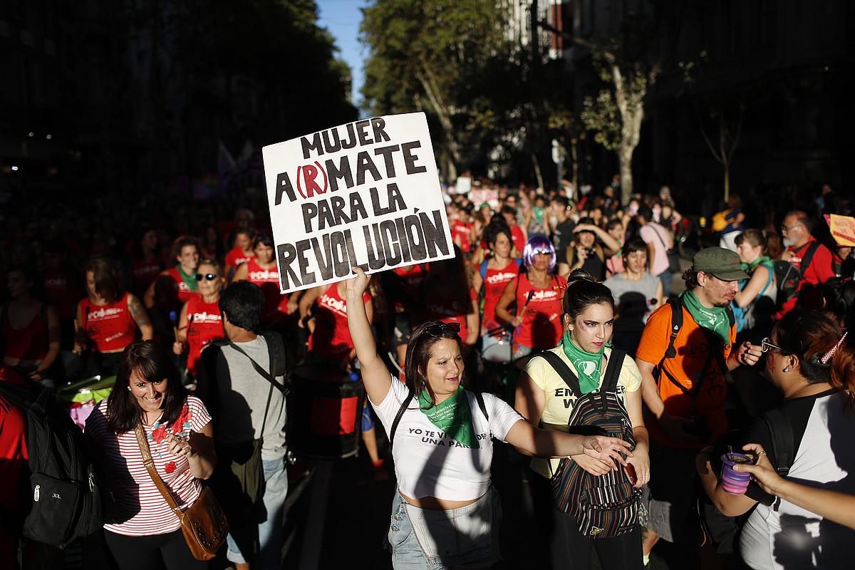 Martxoaren 8an egindako manifestazio bat Argentinako Buenos Aires hiriburuan, iaz. ©DAVID FERNANDEZ / EFE