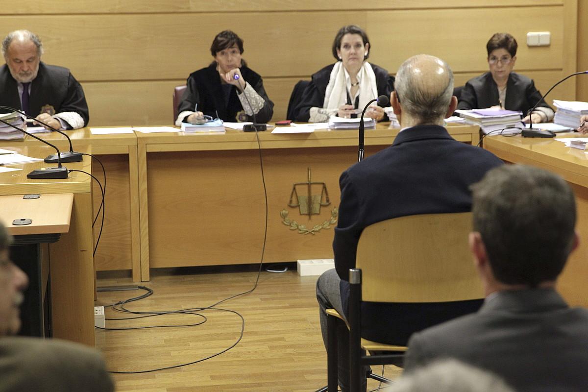 Gonzalez Pacheco epaileen aurrean deklaratzen, 2014an.