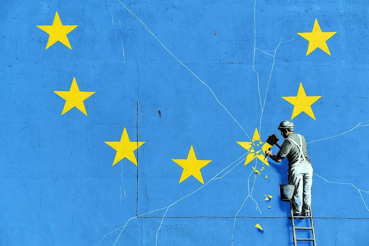 Bansky artistak <i>brexit</i>-a dela Dover (Ingalaterra) hirian egindako murala. &copy;NEIL HALL / EFE
