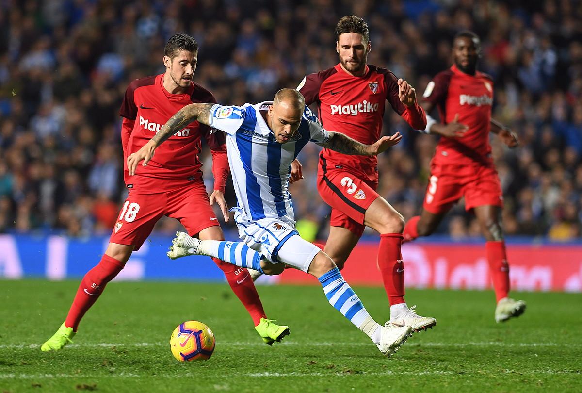Sandro Ramirez, Sevillaren aurkako partidan, Anoetan. ©JON URBE / FOKU