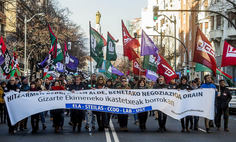 Kristau Eskolako eta IZEAko langileen manifestazioa, Bilbon, urtarrilaren 16an. ©LUIS JAUREGIALTZO / FOKU