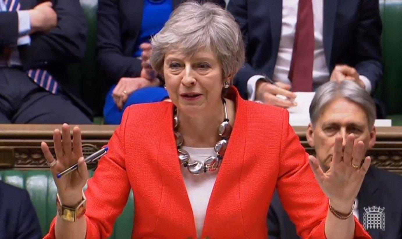 Theresa May Erresuma Batuko lehen ministroa, atzo, Komunen Ganberan egindako osoko bilkuran.